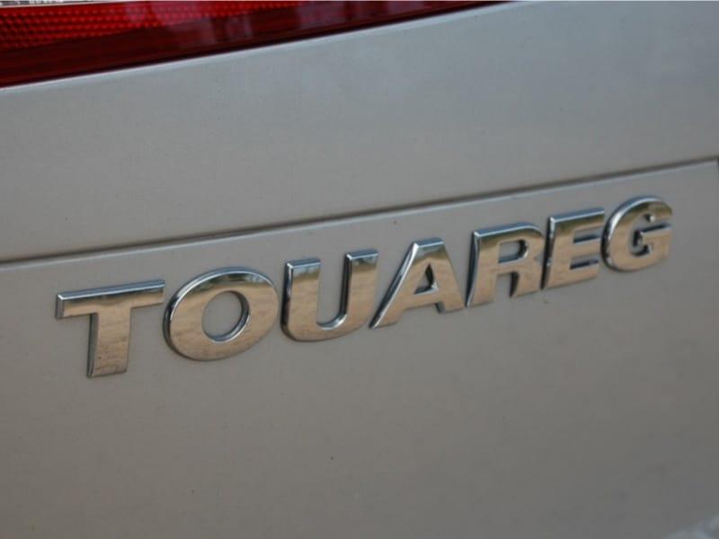 2012-Volkswagen-Touareg-06