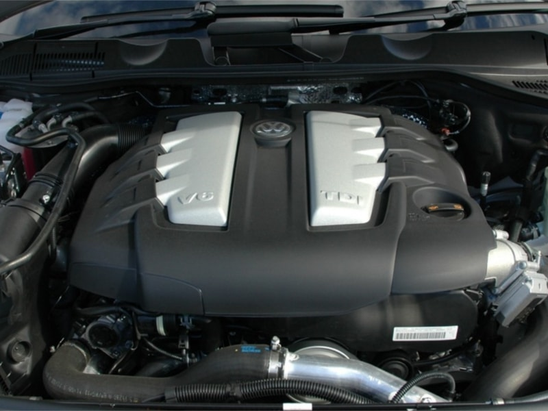 2012-Volkswagen-Touareg-21