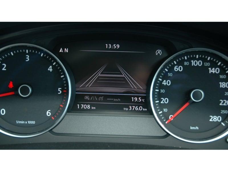 2012-Volkswagen-Touareg-23