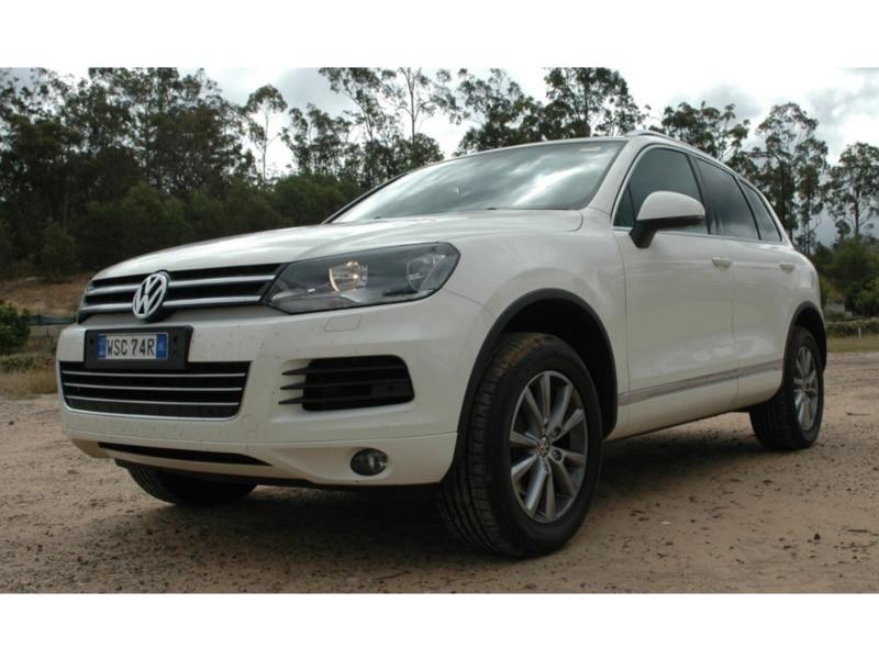2012-Volkswagen-Touareg-56