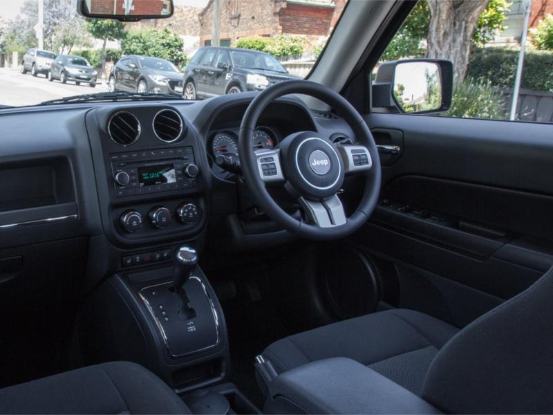 2014-jeep-patriot-blackhawk-cvt-141