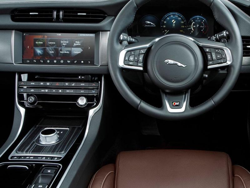 2016-Jaguar-XF-Review-11