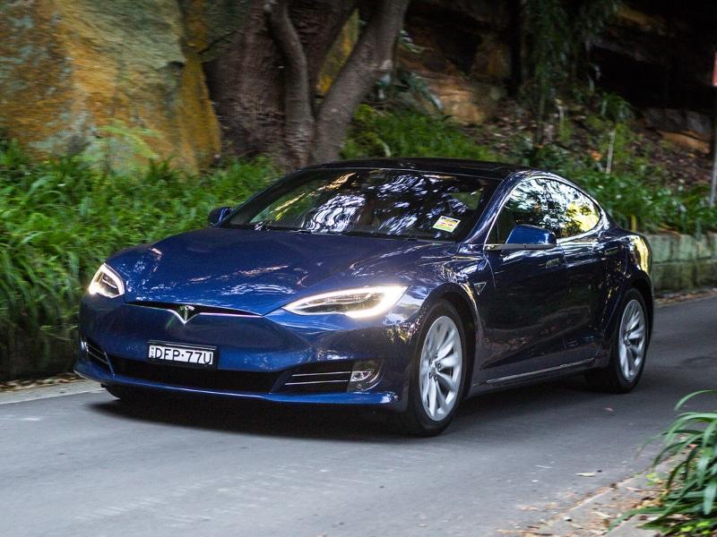 2016-Tesla-Model-S-75d-76