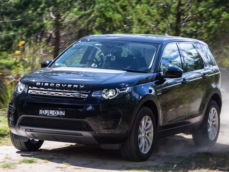 2017-Land-Rover-Discovery-review-21