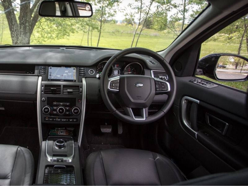 2017-Land-Rover-Discovery-review-75