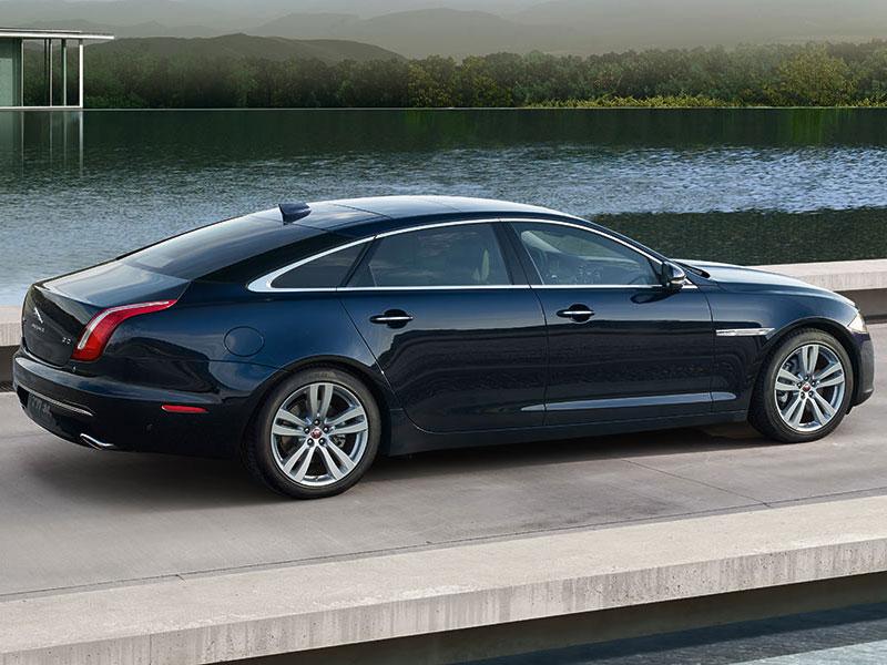 Jaguar XJ (7)