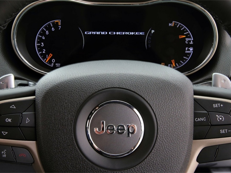 Jeep-Grand-Cherokee-Laredo-steering-wheel1