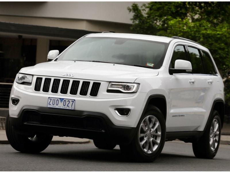 Jeep-Grand-Cherokee-Laredo-town-cornering