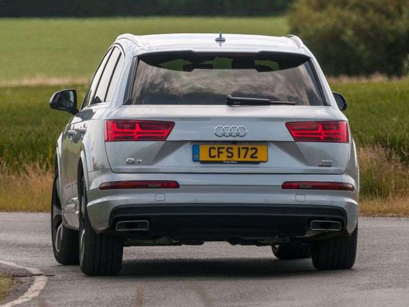 audi-q7-suv-2015-rear-cornering-2
