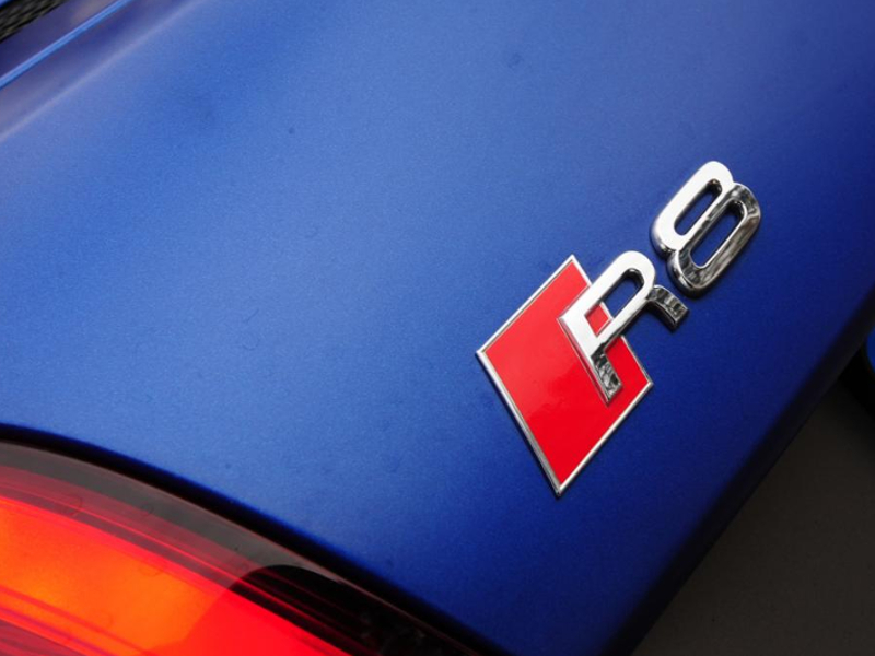audi-r8-coupe-4-badge_0_0