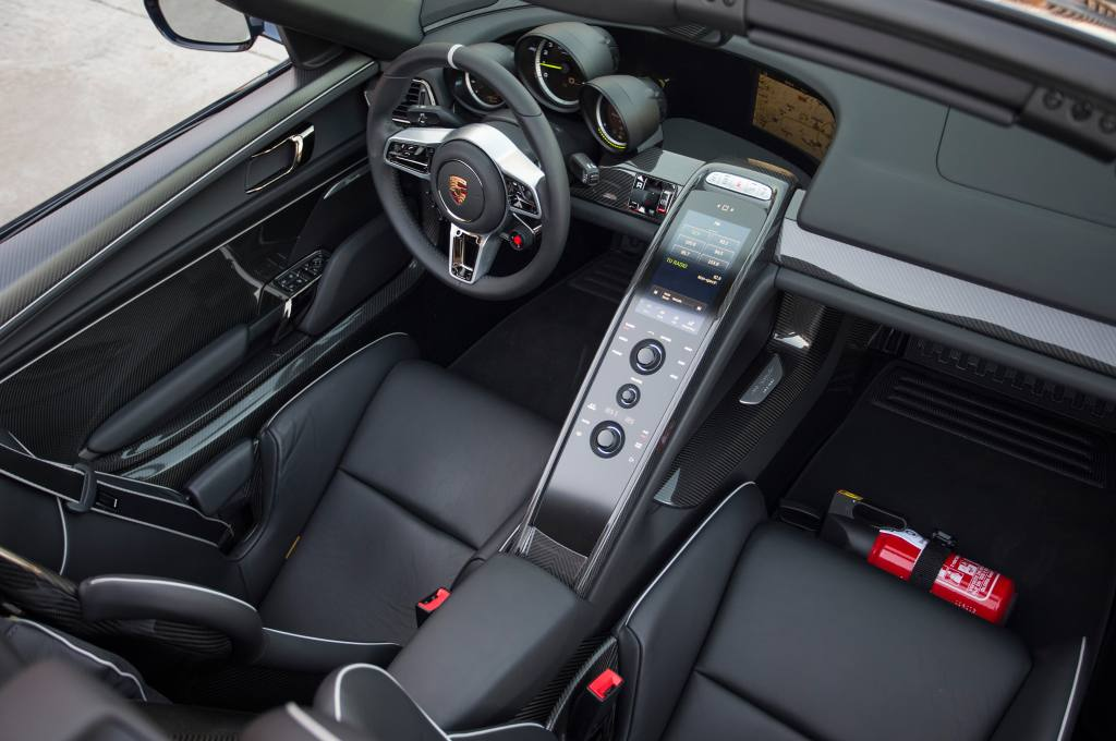 2015-porsche-918-spyder-interior-top-view